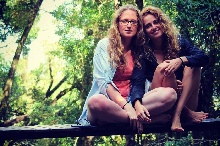 Carol Duarte e a namorada Aline Klein