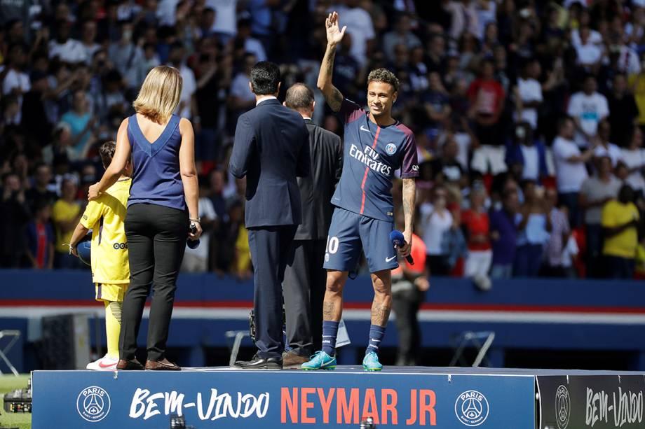 Atacante Neymar é apresentado no PSG, no estádio Parque dos Príncipes, em Paris, na França - 05/08/2017