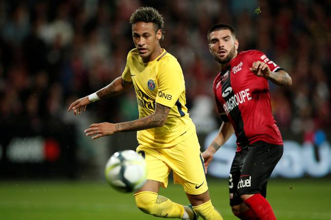 Neymar estreia pelo PSG, no jogo contra o Guingamp