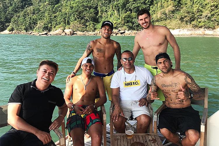 Com o pai e amigos no Guarujá