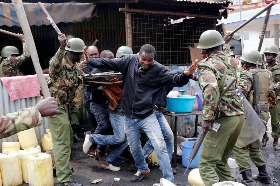A tensão aumentou no Quênia após a afirmação de fraude nas eleições feita pelo líder da oposição Raila Odinga. Manifestantes foram às ruas protestar contra o resultado final