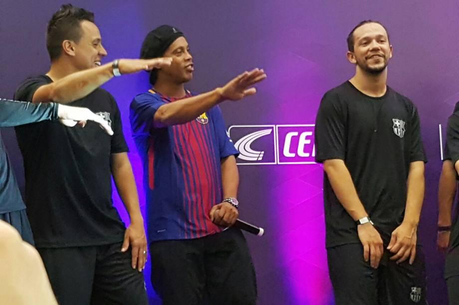 Ronaldinho participa de evento em loja de Sp