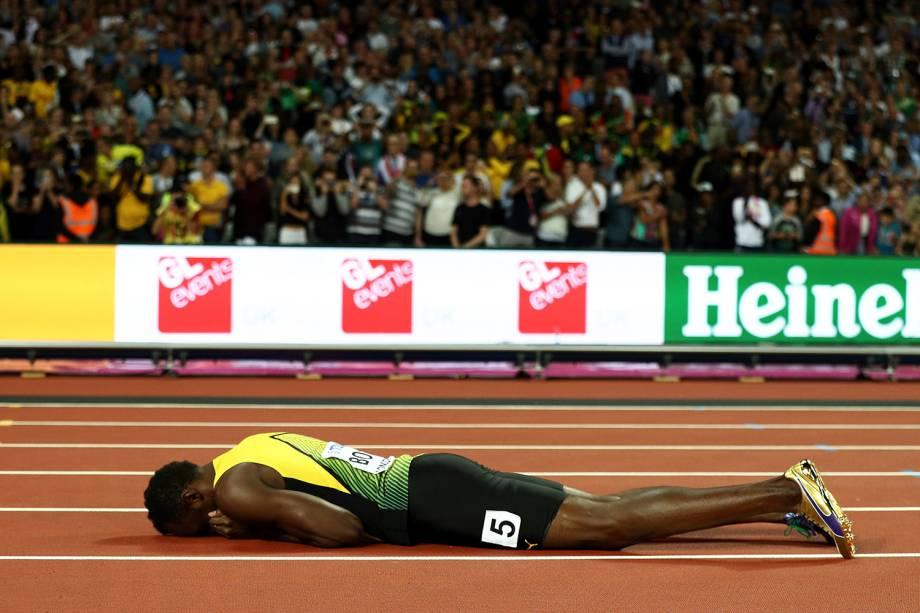 O jamaicano Usain Bolt se lesiona durante sua última prova, em Londres