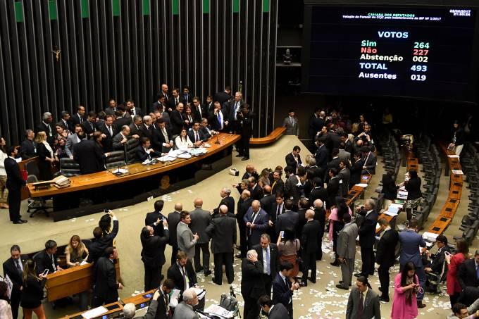 Final da votação do processo contra o presidente Michel Temer, na Câmara dos Deputados, em Brasília