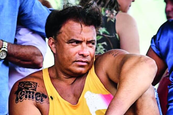 """Wladimir Costa, deputado federal (SD-PA), ao tratar assunto de suma importância: a tatuagem que fez no ombro direito com a inscrição """"Temer"""". Wlad, como o presidente o chama, gosta de """"causar"""", possivelmente esperando não ser apagado da história. É henna"""