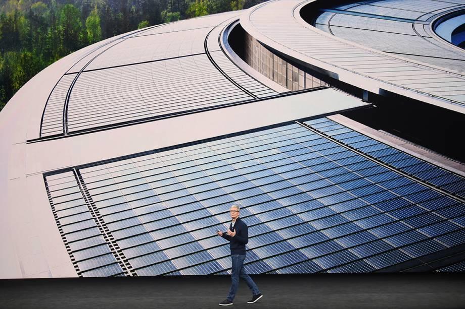 Tim Cook, CEO da Apple, fala durante cerimônia de lançamento dos novos produtos da empresa, no teatro Steve Jobs em Cupertino, Califórnia