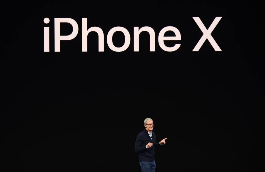 Phil Schiller, vice-presidente da Apple, apresenta o iPhone X durante evento de lançamento dos novos produtos da marca em Cupertino, na Califórnia