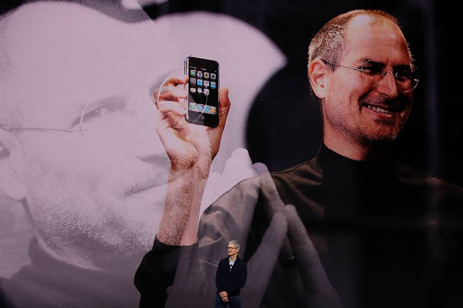 Tim Cook, CEO da Apple, fala durante cerimônia de lançamento dos novos produtos da empresa, no teatro Steve Jobs, em Cupertino, Califórnia