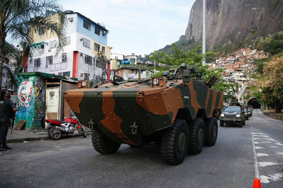 Militares fazem operação na favela da Rocinha após guerra entre facções rivais de pelo controle do tráfico local, no Rio - 22/09/2017