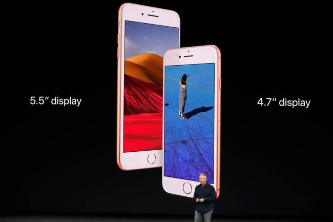 Vice-Presidente da Apple, Phil Schiller, apresenta o iPhone 8, durante lançamento dos novos produtos da marca no teatro Steve Jobs, na Califórnia