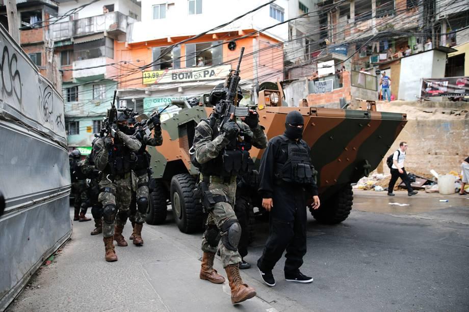 Operações das Forças Armadas durante o segundo dia de ocupação na Rocinha, no Rio - 22/09/2017