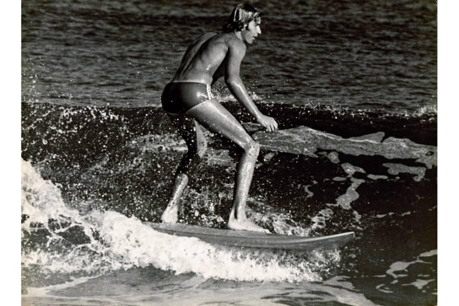 Fotografia de Alair Gomes sobre os surfistas das praias do Rio de Janeiro