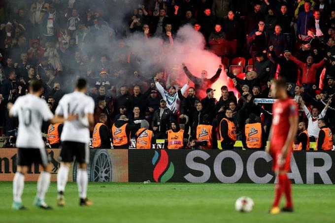 Torcida na partida entre República Tcheca e Alemanha, pelas Eliminatórias da Copa na Rússia, em Praga
