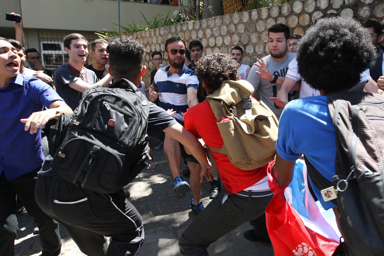 Confusão durante visita de Bolsonaro a universidade mineira
