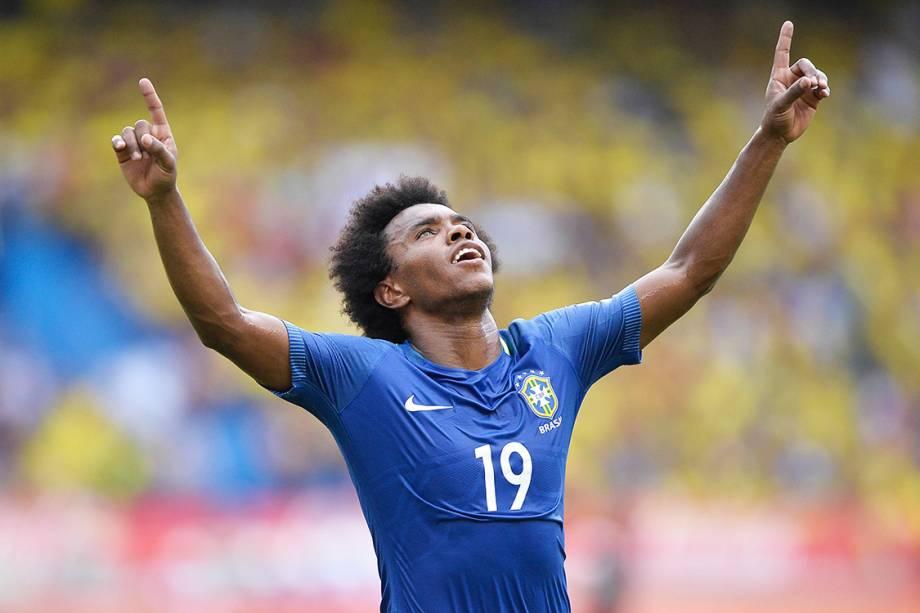 Willian comemora gol contra a Colômbia, pelas Eliminatórias da Copa da Rússia, em Barranquilla