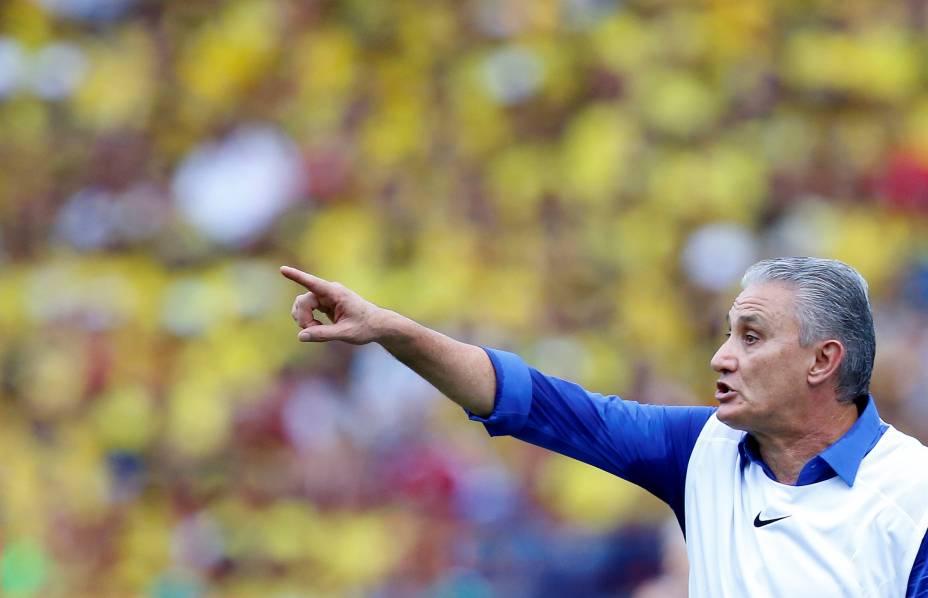 O técnico Tite, durante partida contra a Colômbia, pelas Eliminatórias da Copa da Rússia, em Barranquilla