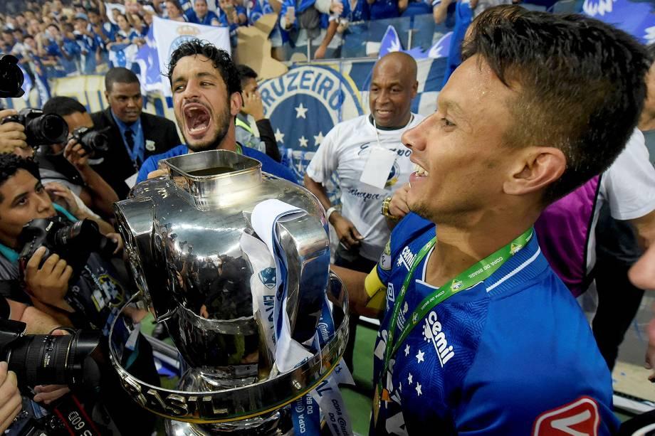 Jogadores do Cruzeiro comemoram o título de campeão da Copa do Brasil. O Cruzeiro é pentacampeão da Copa do Brasil - 28/09/2017