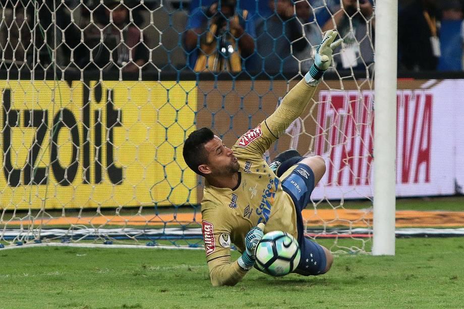 Fabio defende penalti do titulo - O Cruzeiro é pentacampeão da Copa do Brasil - 28/09/2017