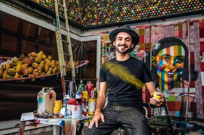 O preço do sucesso – Kobra em seu ateliê: o ex-pichador ganha 100000 reais por obra — mas teve a saúde abalada pela profissão