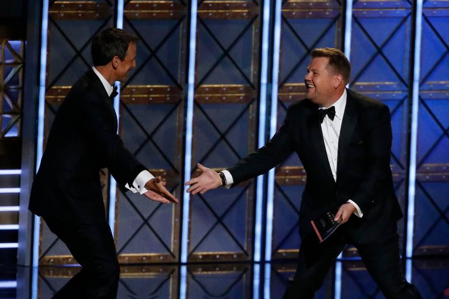 Seth Meyers e James Corden durante a 69º premiação Emmy Awards, em Los Angeles - 17/09/2017