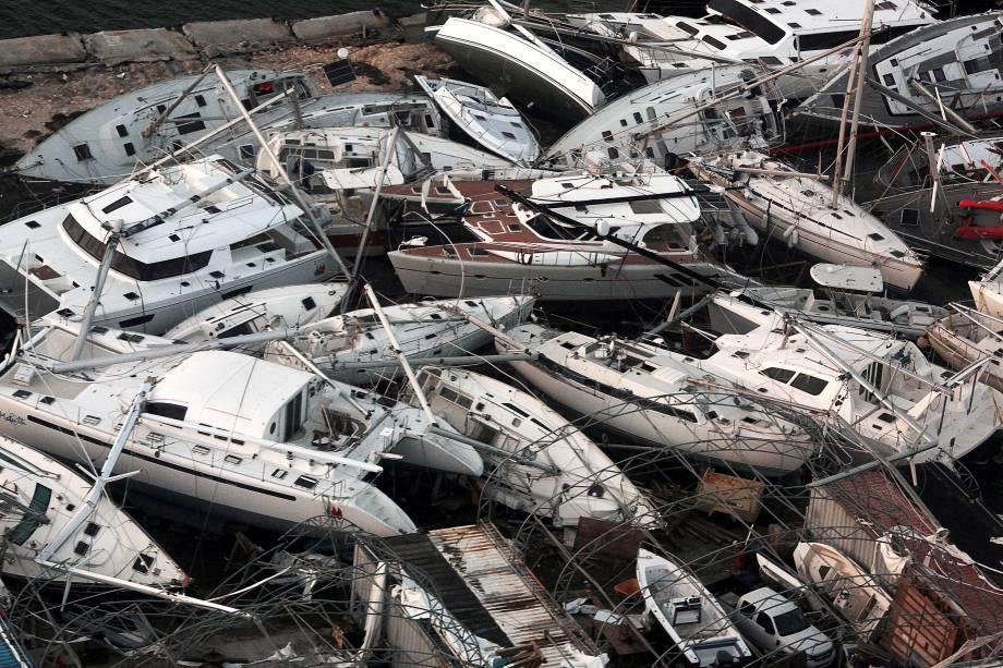 Barcos aglomerados destruídos são vistos de um avião após a passagem do furacão Irma na Ilha de São Martinho, Países Baixos - 11/09/2017