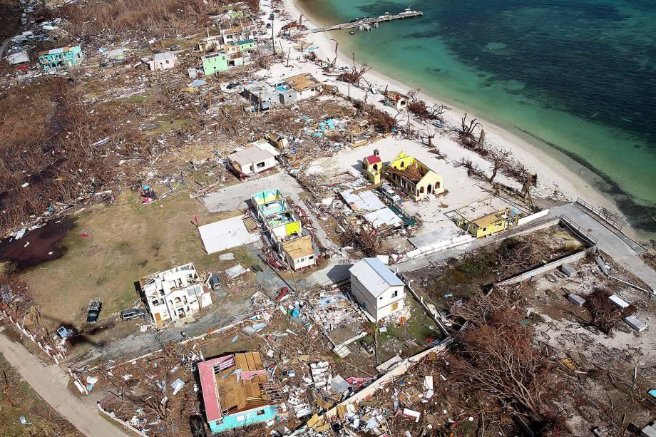 Vista aérea da costa de Tortola, nas Ilhas Virgens Britânicas, destruída após a passagem do furacão Irma - 11/09/2017