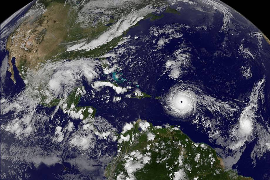 Furacão Irma sobre o Oceano Atlântico a caminho de Porto Rico e das Ilhas Virgens -  06/09/2017