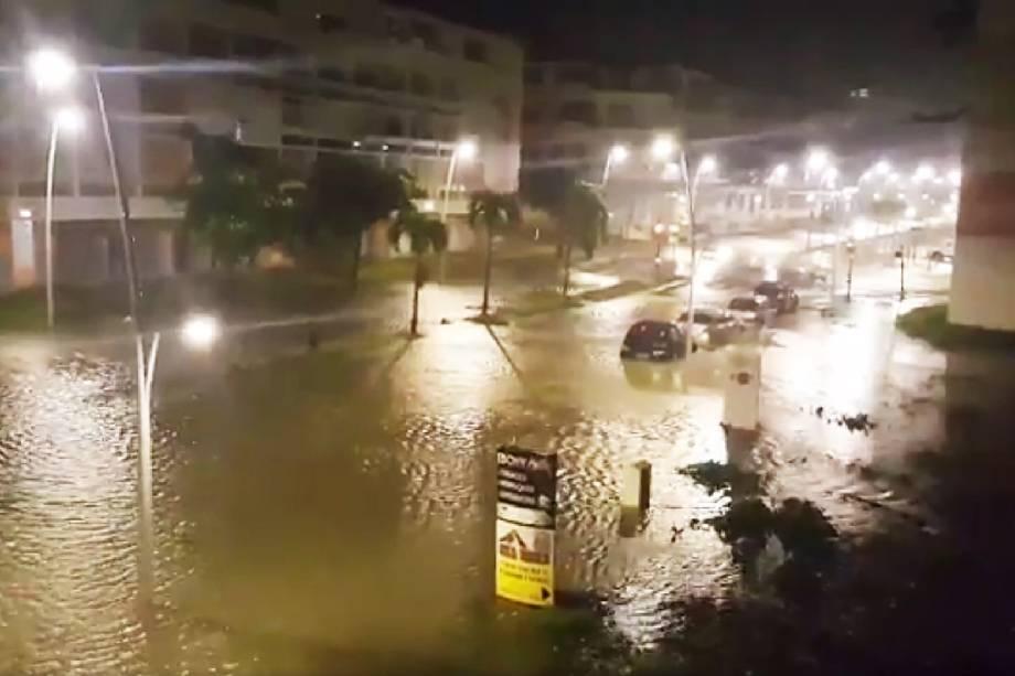 Furacão Maria atinge a cidade de Pointe-a-Pitre na ilha francesa do Caribe de Guadalupe. A tempestade chegou à categoria 5, considerada potencialmente catastrófica, e atingiu outras ilhas caribenhas como Dominica, em Porto Rico - 19/09/2017