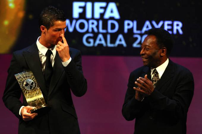 Pelé e Cristiano Ronaldo na cerimônia da FIFA