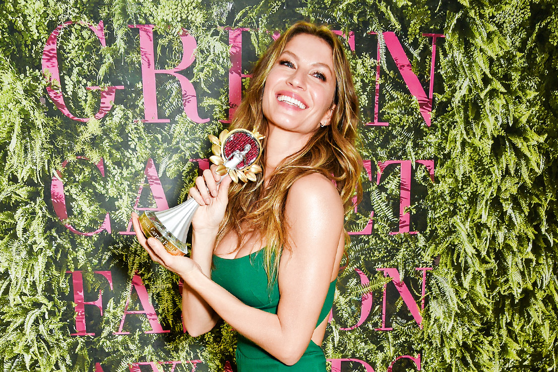 MILAN, ITALY - SEPTEMBER 24: Gisele Bundchen, winner of The Vogue Eco Laureate Award, poses backstage at The Green Carpet Fashion Awards, Italia, at Teatro Alla Scala on September 24, 2017 in Milan, Italy. (Photo by David M. Benett/Dave Benett/Getty Images for Eco-Age)