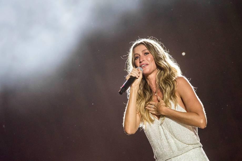 A modelo Gisele Bündchen fala ao público durante o primeiro dia de Rock in Rio