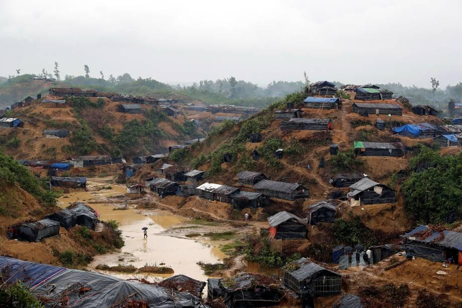 Refugiados rohingyas que deixaram Myanmar se abrigam em um campo na cidade de Cox Bazar, em Bangladesh - 19/09/2017