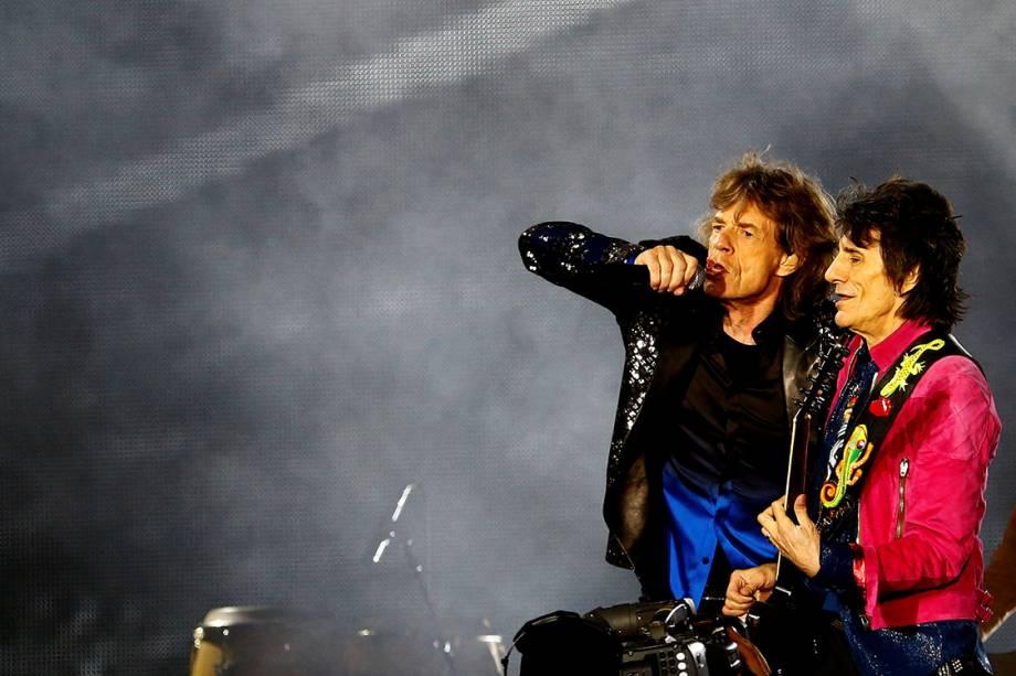 """Keith Richards e Ron Wood, dos Rolling Stones, durante a tour """"No Filter"""", em Zurique, na Suíça - 20/09/2017"""
