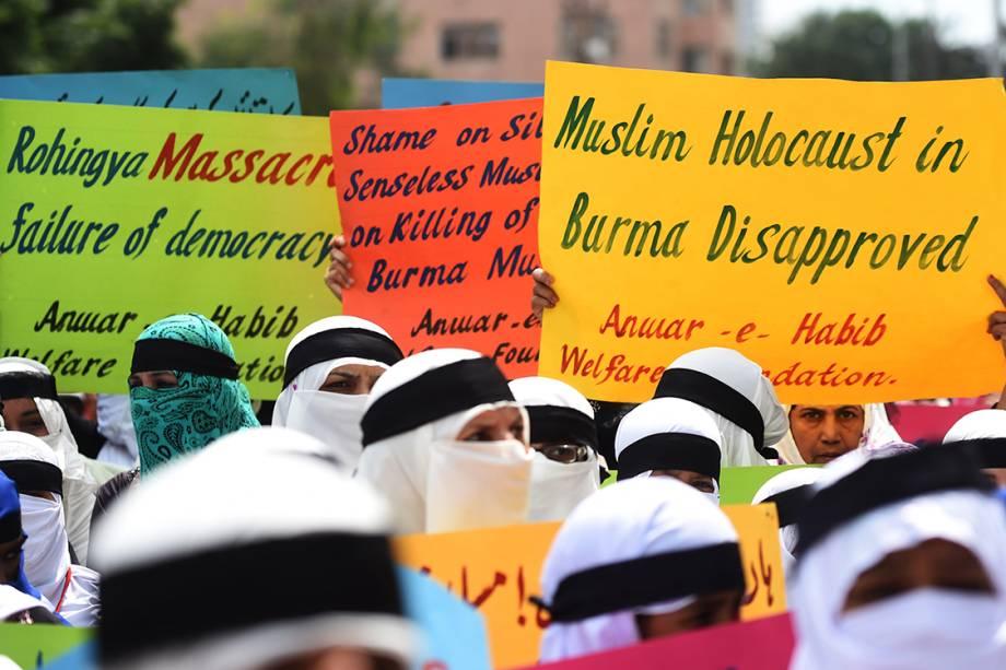 Estudantes protestam contra a violência cometida pelo governo do Mianmar contra muçulmanos, em Karachi, no Paquistão - 25/09/2017