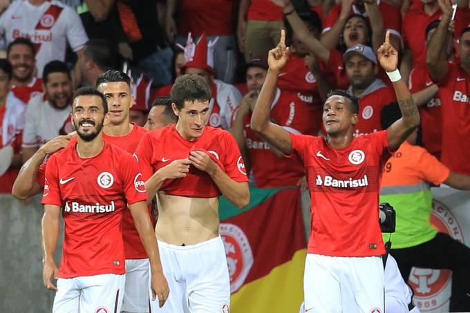 Comemoração do gol de Edenílson, do Inter