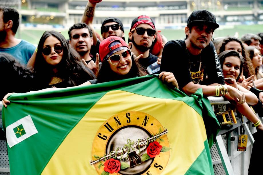 Público aguarda show da banda Guns'n'Roses no último dia do festival São Paulo Trip, no Allianz Parque