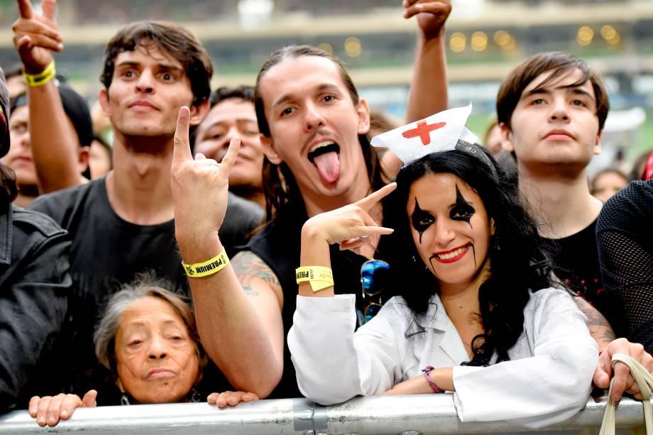 Público aguarda show da banda Guns'n'Roses e Alice Cooper no último dia do festival São Paulo Trip, no Allianz Parque