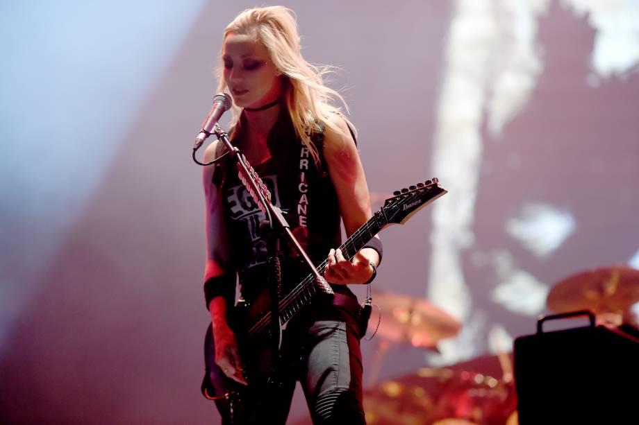 Guitarrista acompanha Alice Cooper durante abertura do show do Guns'n'Roses no festival São Paulo Trip, no Allianz Parque