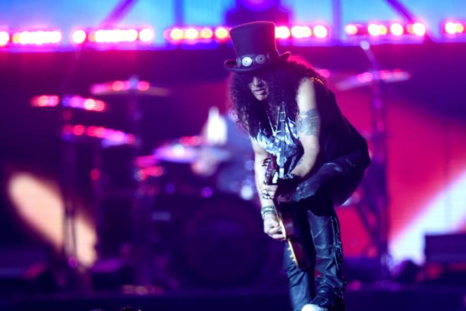Guitarrista do Guns'n'Roses, Slash, se apresenta no palco do São Paulo Trip, no estádio do Allianz Parque
