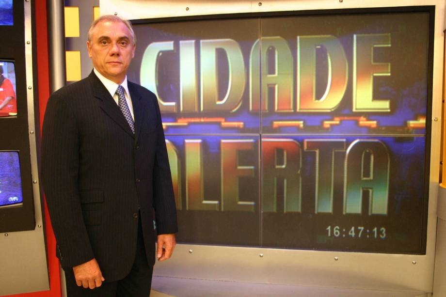 Jornalista Marcelo Rezende no comando do Cidade Alerta da Rede Record em 2004
