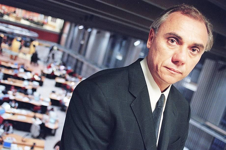 Marcelo Rezende, apresentador do programa 'Linha Direta' da Globo em 1999