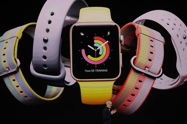 Novo design e sistema do Apple Watch é apresentado durante lançamento da Apple no teatro Steve Jobs, em Cupertino, na Califórnia