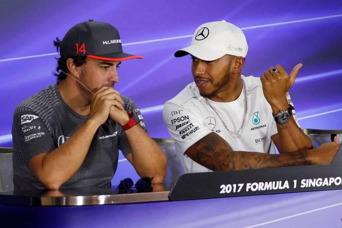 Lewis Hamilton e Fernando Alonso durante entrevista coletiva em Cingapura – 14/09/2017