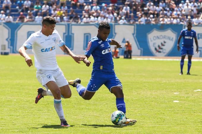 Lance na partida entre Londrina e Cruzeiro, pela semifinal da Copa da Primeira Liga, no Paraná