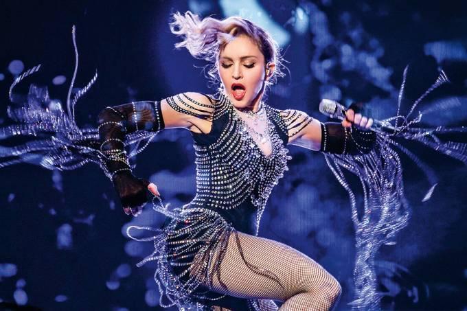 Realeza pop – Madonna no palco, ainda provocando — e arrecadando: a turnê de 2016 rendeu 170 milhões de dólares