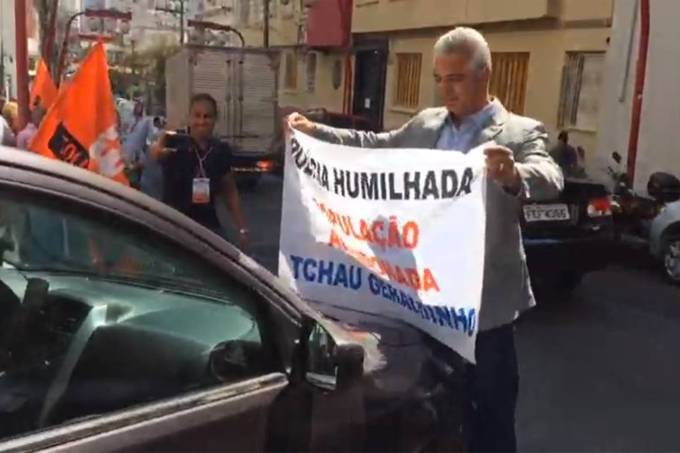 Major Olímpio bloqueia passagem de carro de Alckmin