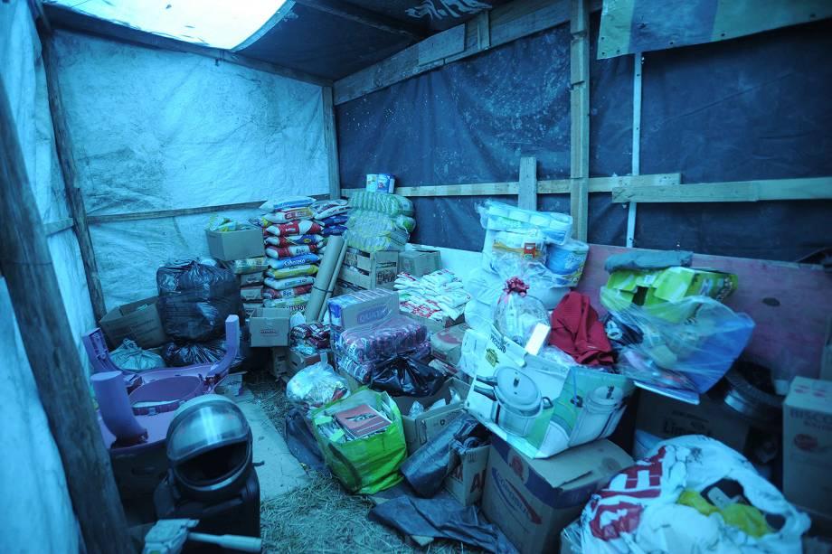 Depósito dentro da ocupação do MTST em um terreno em São Bernardo do Campo