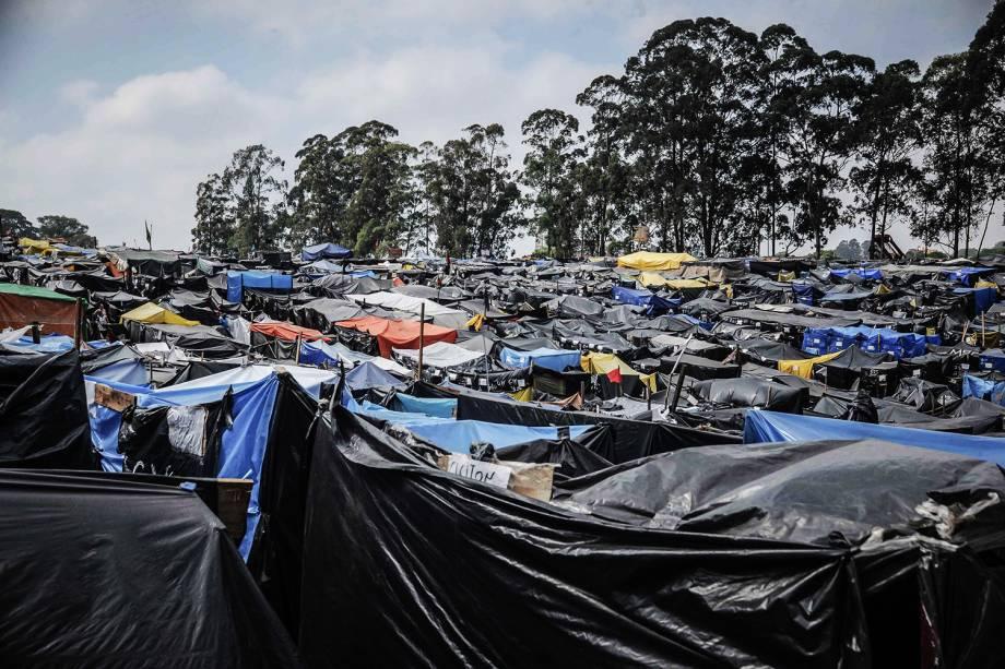 Milhares de barracas são construídas em ocupação do Movimento dos Trabalhadores Sem Teto (MTST) em um terreno em São Bernardo do Campo