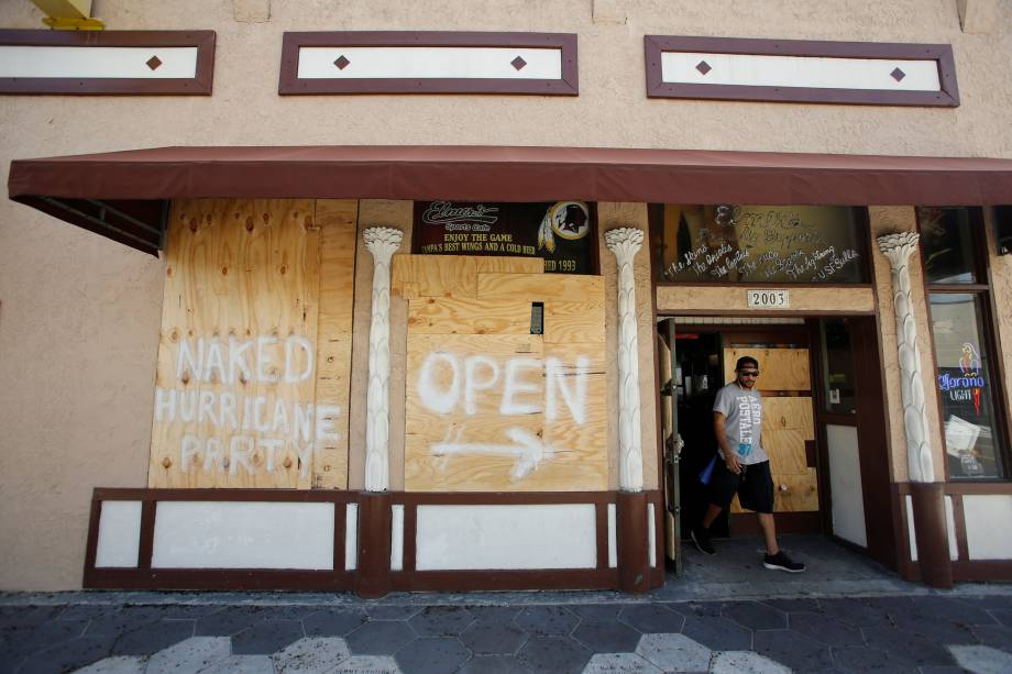 Comerciantes se protegem antes da chegada do Irma em Tampa na Flórida - 09/09/2017