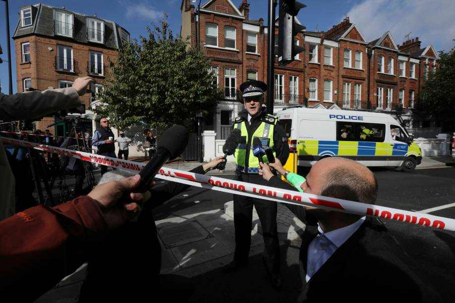 O vice-conselheiro da British Transport Police, Adrian Hanstock, faz uma declaração à imprensa após o incidente com um explosivo na estação de metro Parsons Green de Londres, na Grã-Bretanha - 15/09/2017